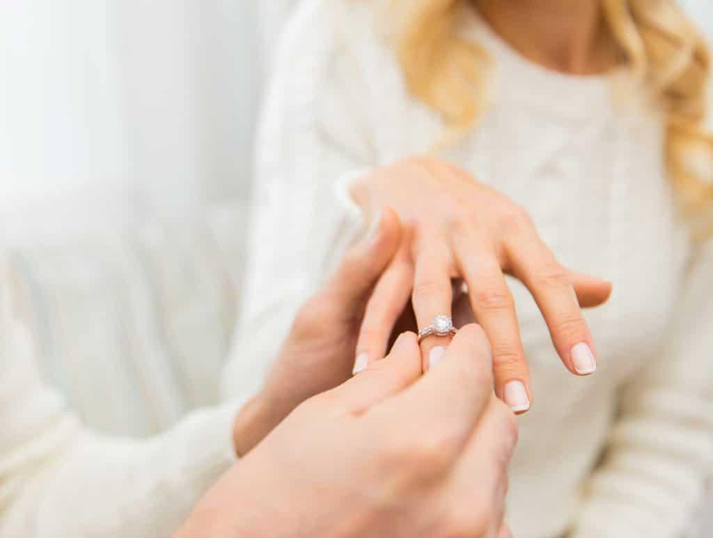 Mit Klick auf das Bild werden Sie auf die Verlobungsring-Seite weitergeleitet