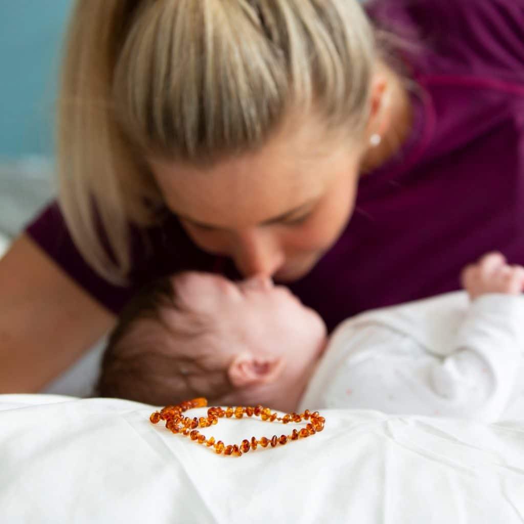 Kinderschmuck von Juwelier Silvia Brandstetter in Wien Babybernsteinketten